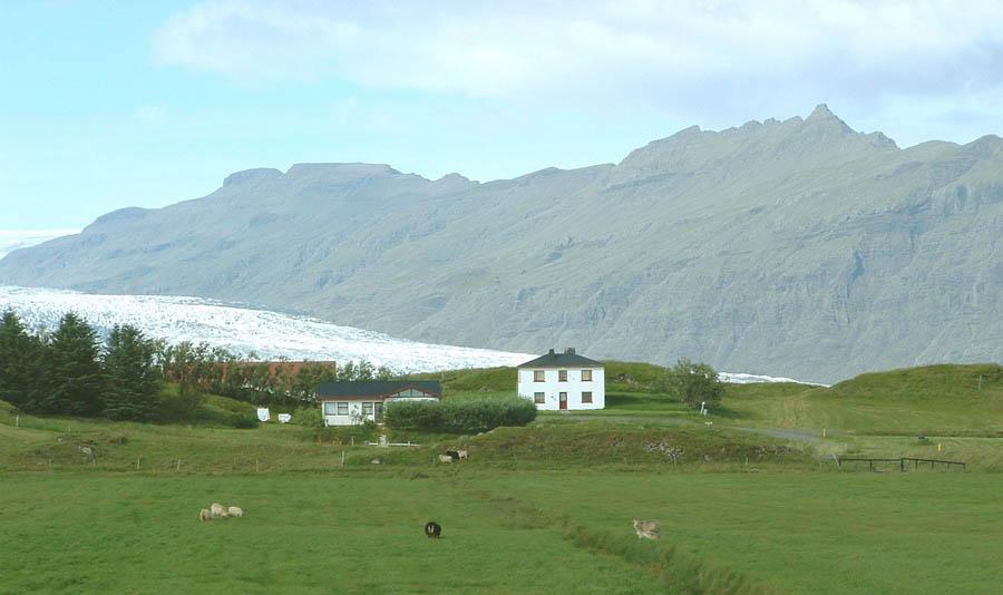 Hólmur Guesthouse - Visit Vatnajökull